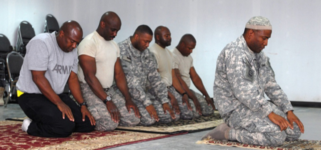 muslimtroops_praying